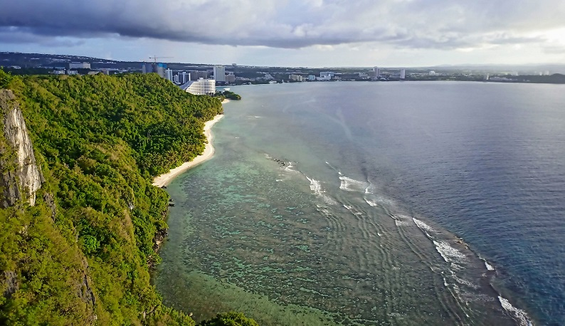 グアム恋人岬からのタモン方面風景